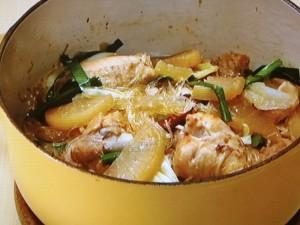 大根と骨付き鶏の甘辛春雨煮