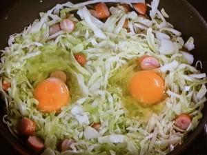 キャベツとソーセージの温サラダ