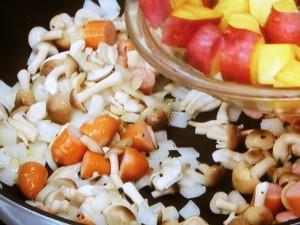 さつま芋とソーセージの黒こしょう炒め