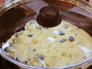 餅と黒豆入り和風ホットケーキ