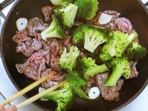 ブロッコリーと牛肉のオイスターソース炒め