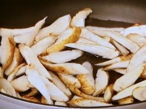 ごぼうと牛肉の粒マスタードマヨソース