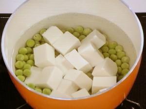 豆腐とえんどう豆の煮込み