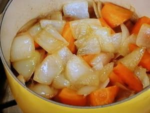 鶏モモ肉のノルマンディ風煮込み