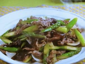 グリーンアスパラ、牛肉、木くらげの炒めもの