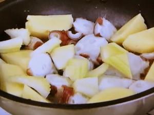 もこみち流 タコとじゃがいものピリ辛トマト煮