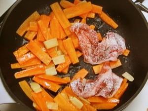 にんじんと豚肉の甘酢炒め