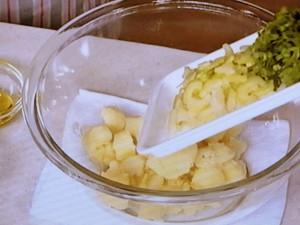 セロリとピーナツのポテトサラダ