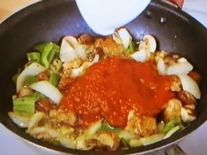 もこみち流 チョリソーとトマトソースのショートパスタ