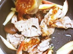 みょうが、豚肉、しいたけの梅じょうゆ炒め