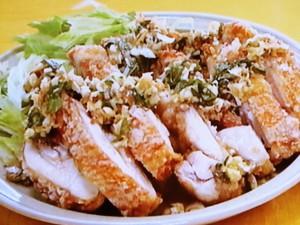 薬味たっぷりの油淋鶏(ユーリンチー)