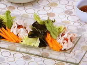 豚しゃぶとわかめの梅風味サラダ