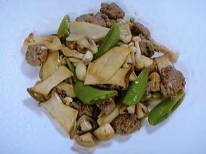 きのこと牛挽肉のソテー