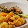 ハッセルバックポテトと焼き春野菜のごちそう温サラダ